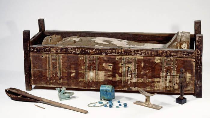 online Sarcophagus Tadja c Aegyptisches Museum Steiss Sandra jpg