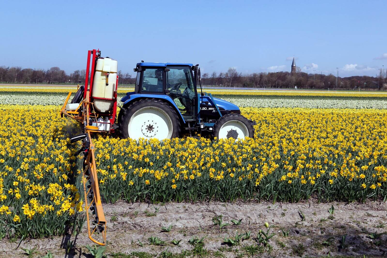 New_Holland_field_sprayer-pesticieds-neonics-farmers-bees