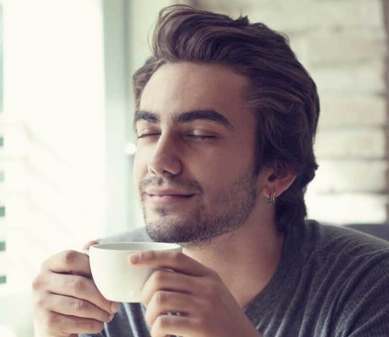 Man in coffee shop e