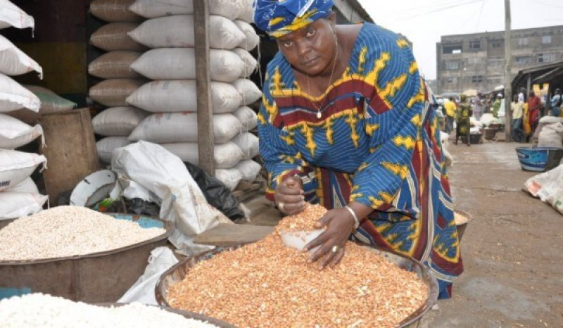 Woman trader selling cowpea at Bodija market Ibadan Nigeria Photo IITA x