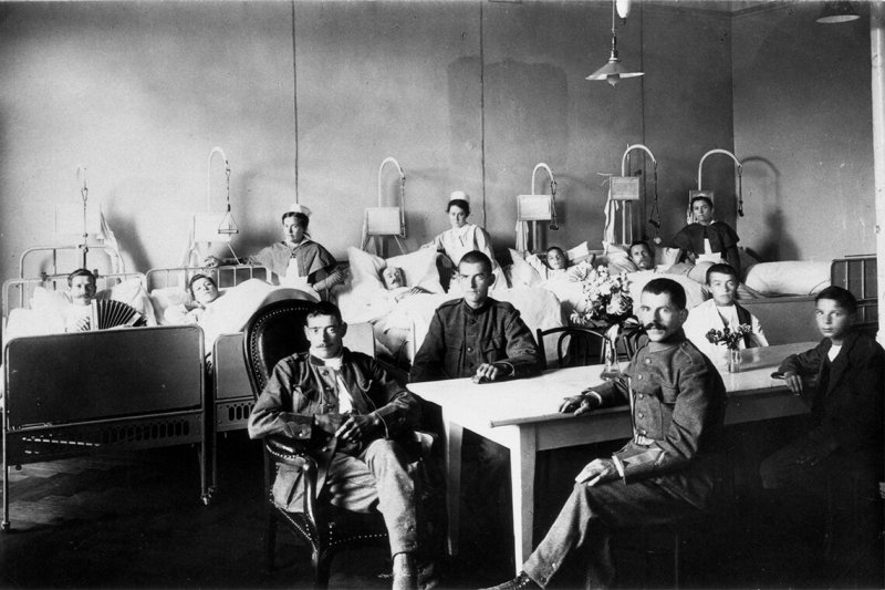 Members of the Swedish Army in the Olten Hospital. Credit: RDB/Ullstein Bild/Getty Images