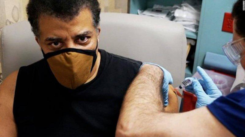 Neil deGrasse Tyson receiving a COVID shot. Credit: CNN