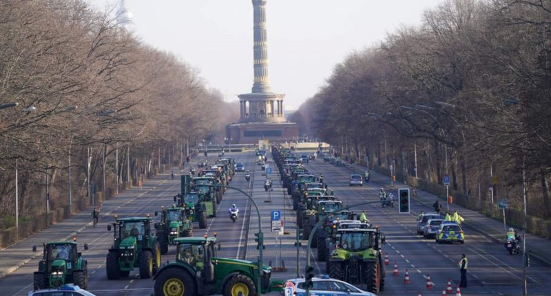 screenshot germany thousands of farmers protest in berlin dw
