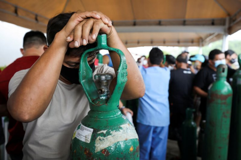 As COVID cases and hospitalisations surge, the medical system in Amazonas state is collapsing amid oxygen shortages. Credit: Bruno Kelly/Reuters