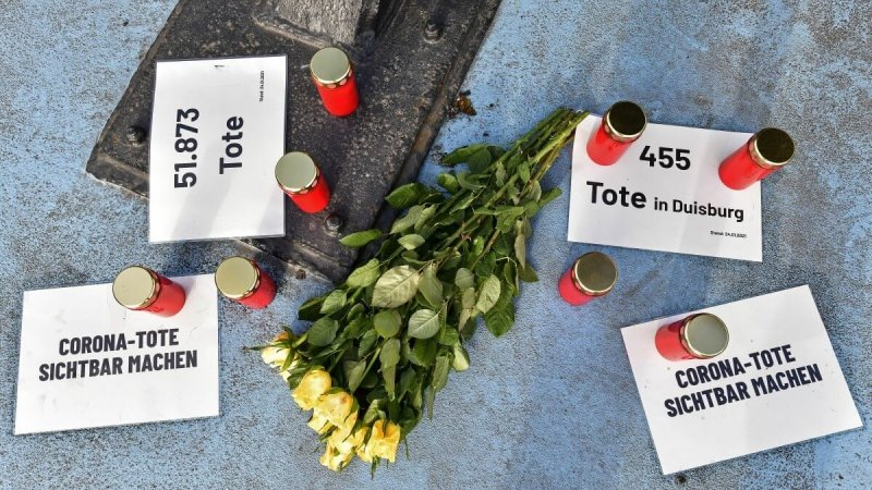 Candles and flowers along a street in Duisburg, Germany honor those who died. Credit: Associated Press